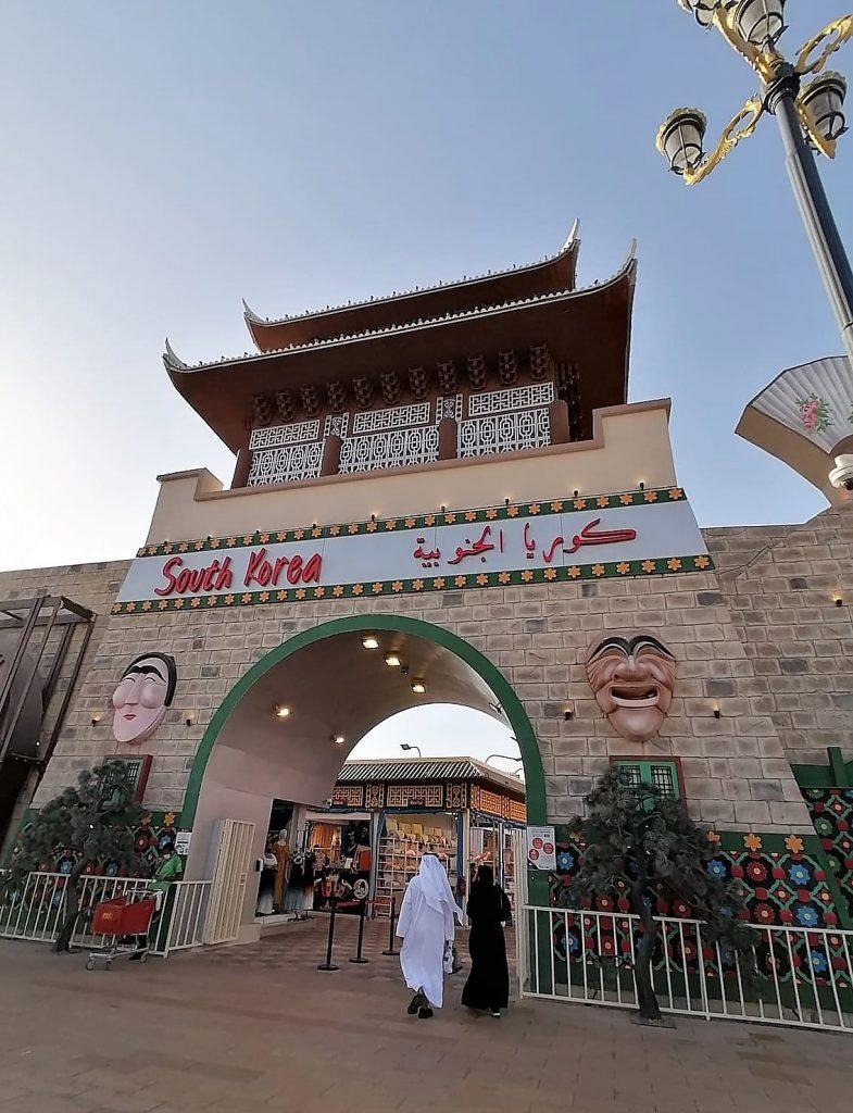 Le shopping aux souks de Global Village Dubaï est une belle activité familiale