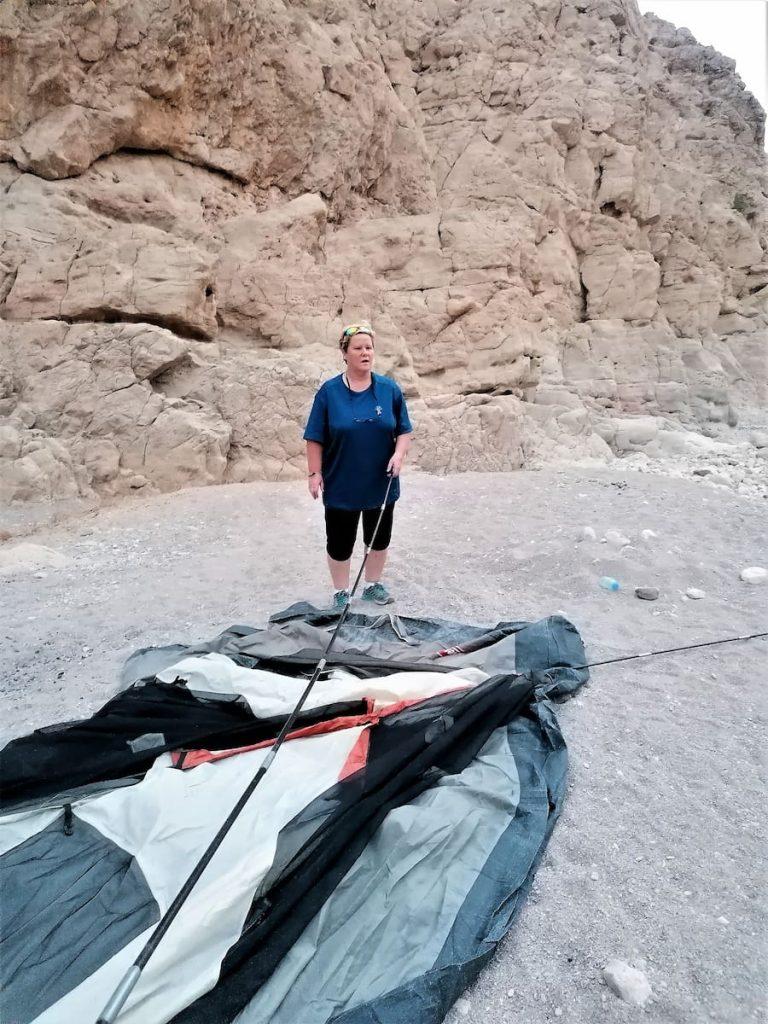 Camper à Wadi Naqab près de RAK dans un cadre unique.