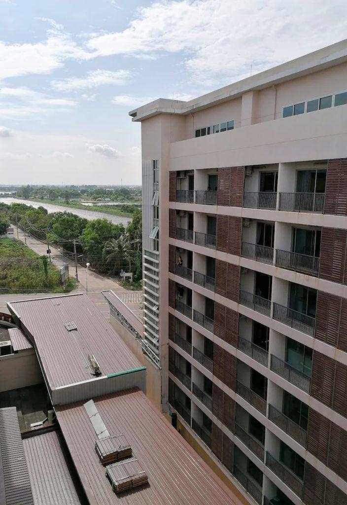 Vue de notre immeuble de quarantaine à Bangkok