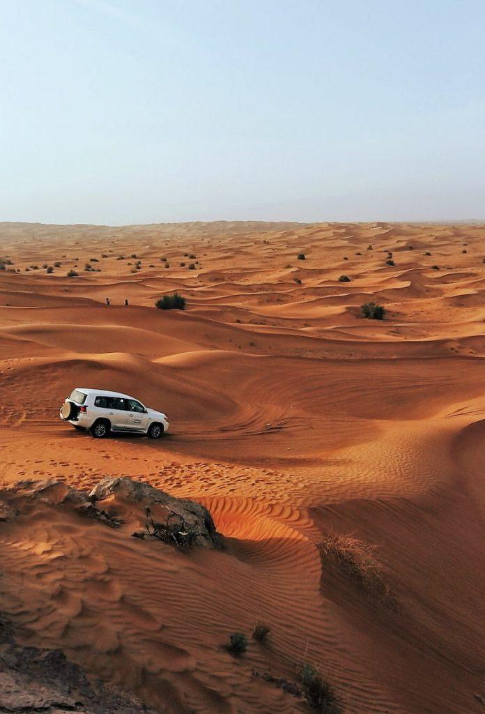 Le désert se trouve à moins dune heure de Dubaï