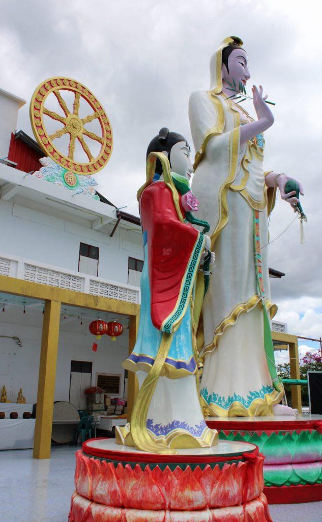 Le Wat Tham Temple