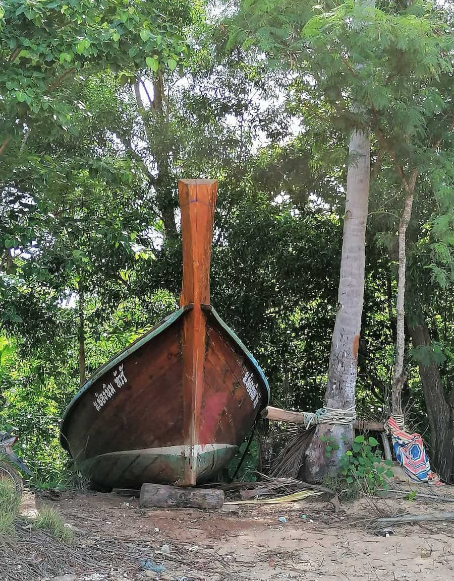 Longtail boat des Chao Ley, en réparation