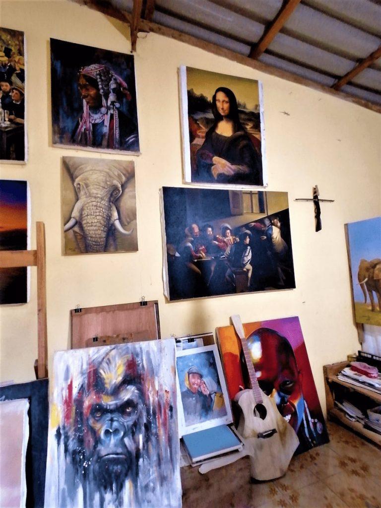 Ses peintures et reproductions sont très éclectiques